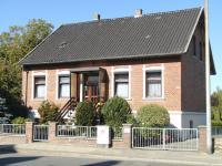 Provisionsfrei –  Großzügiges Einfamilienhaus mit 6 Zimmern  in Dannenberg